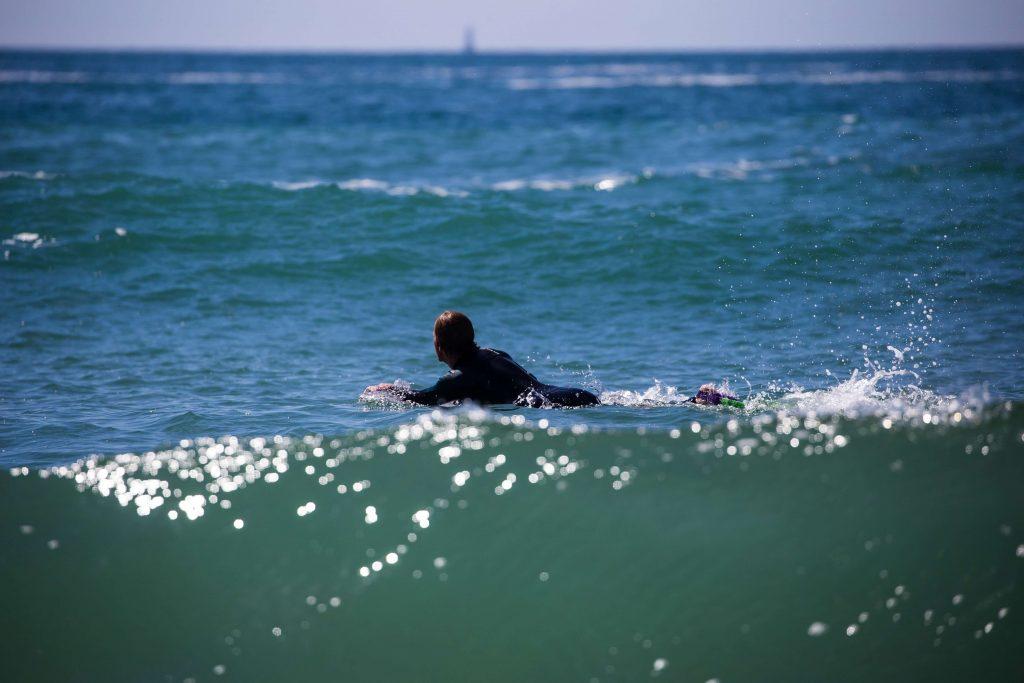 surfeur-sur-vagues